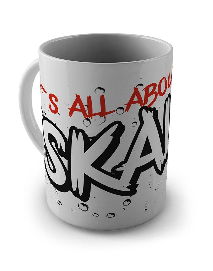 Its all about Eskalieren Tasse mehrfarbig auf weiß