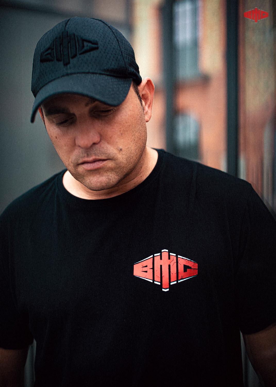 BMG Retro Long T-Shirt mehrfarbig auf schwarz