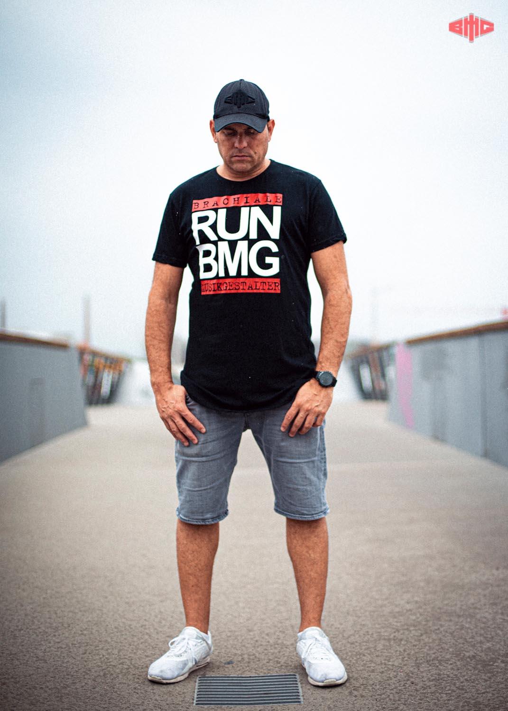 RUN BMG Long T-Shirt mehrfarbig auf schwarz