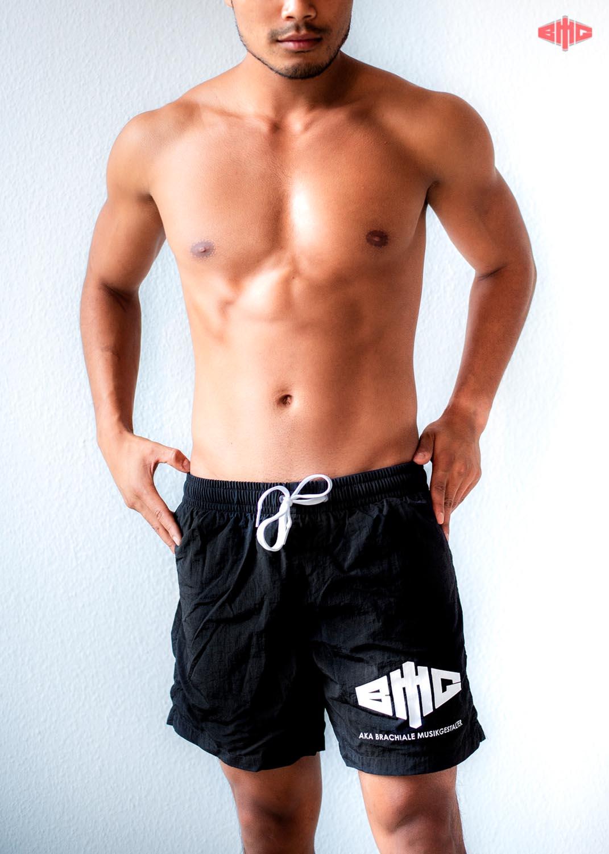BMG Swim Shorts weiß auf schwarz