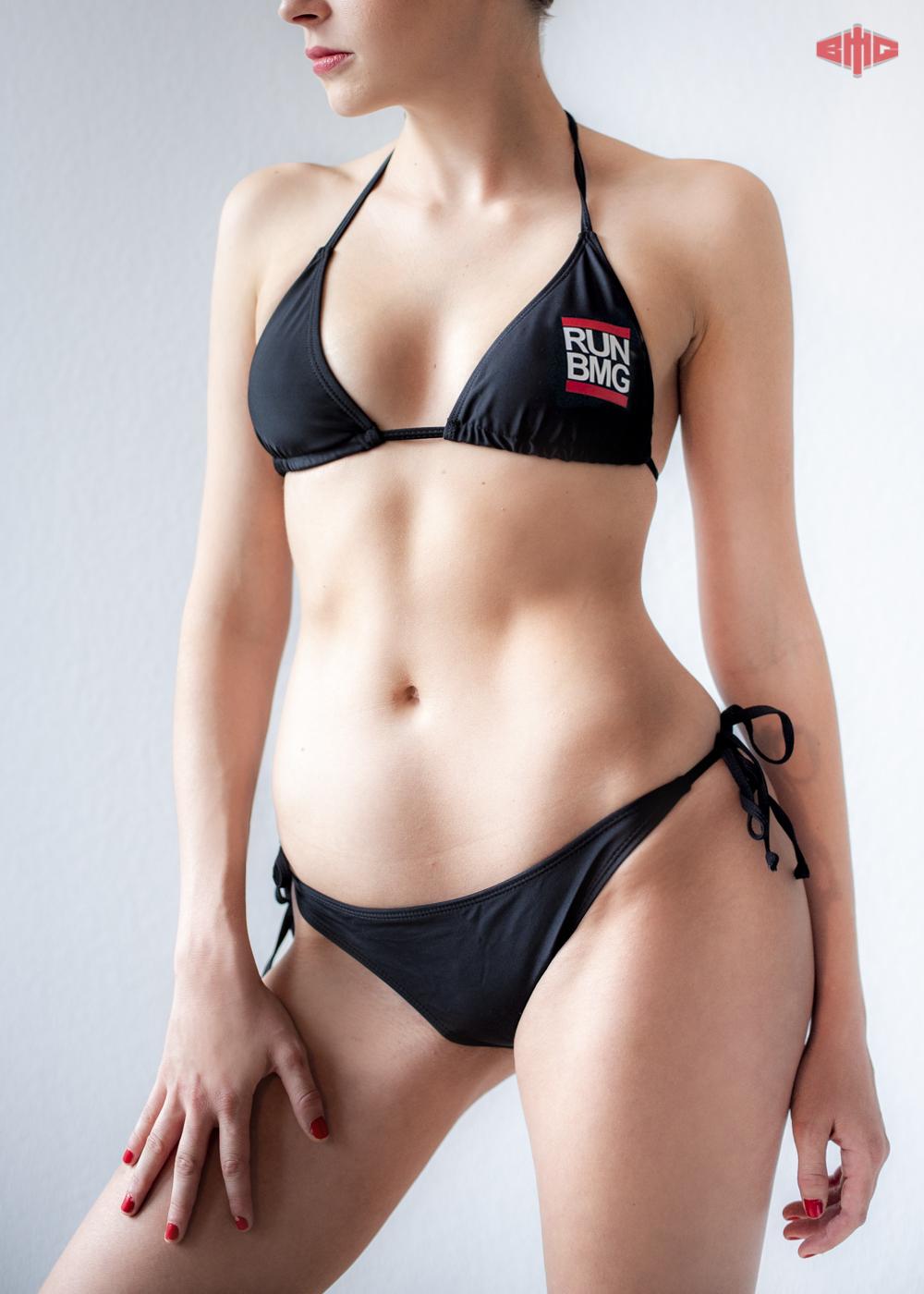 RUN BMG Bikini weiß auf schwarz