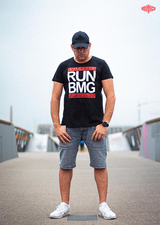 RUN BMG Triblend T-Shirt mehrfarbig auf schwarz