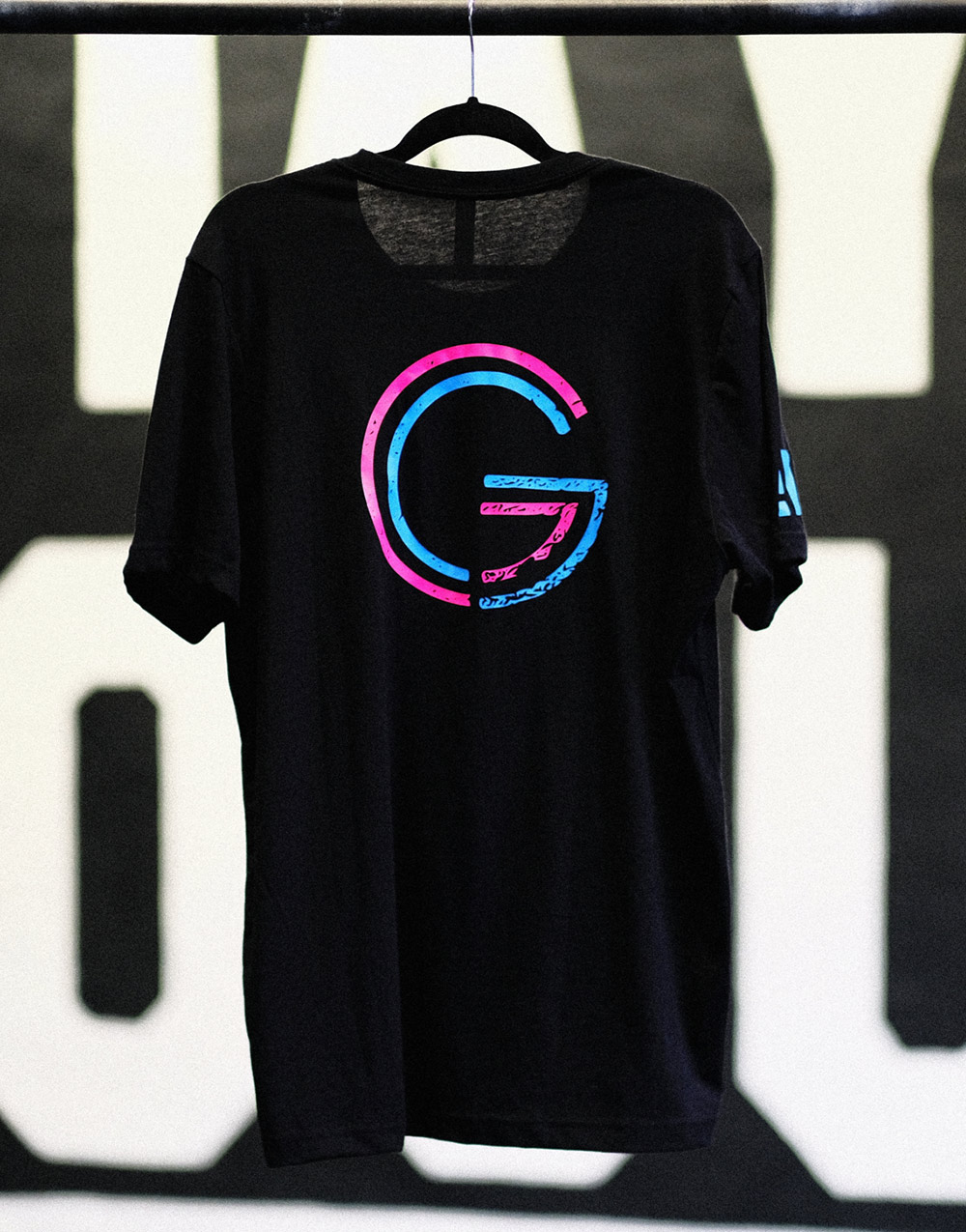 Big double G Shirt pink und blau auf Heather Black