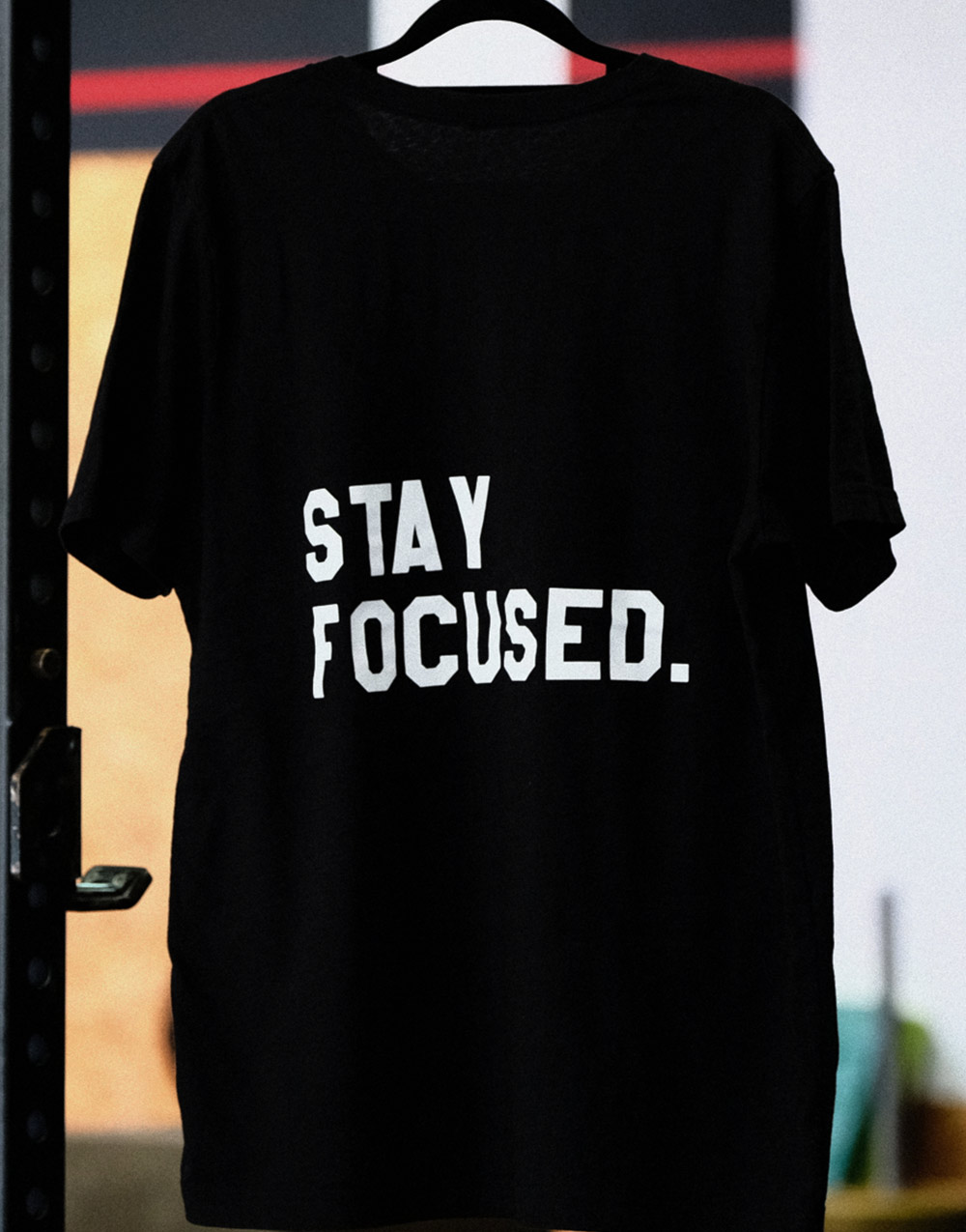 Stay Focused Shirt weiß auf Heather Black
