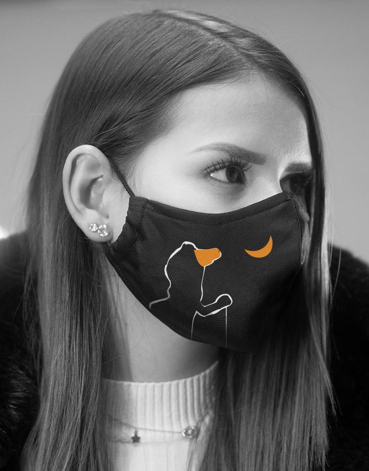 Jemand ze Hage Deluxe Mund-Nasen-Maske mehrfarbig auf schwarz